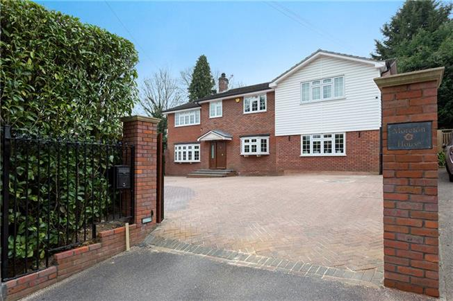 Guide Price £1,375,000, 6 Bedroom Detached House For Sale in Buckinghamshire, SL9