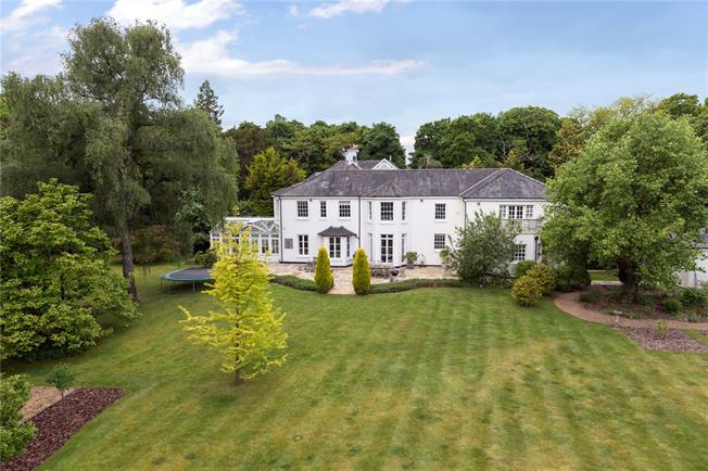 Guide Price £2,250,000, 5 Bedroom Detached House For Sale in Buckinghamshire, SL2