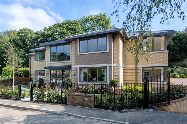 Guide Price £1,675,000, 3 Bedroom Flat For Sale in Buckinghamshire, SL9