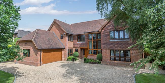 Guide Price £2,950,000, 6 Bedroom Detached House For Sale in Gerrards Cross, SL9