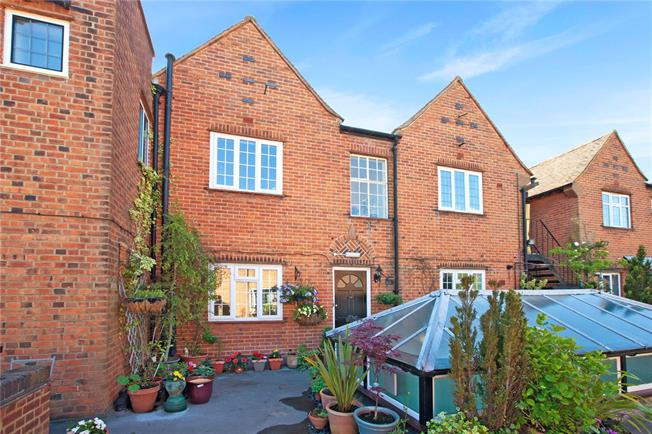 Offers in excess of £250,000, 1 Bedroom Flat For Sale in Buckinghamshire, SL9