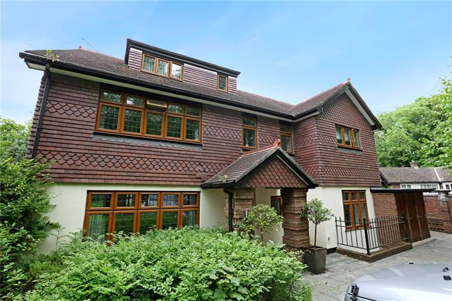 Guide Price £645,000, 3 Bedroom Flat For Sale in Gerrards Cross, SL9