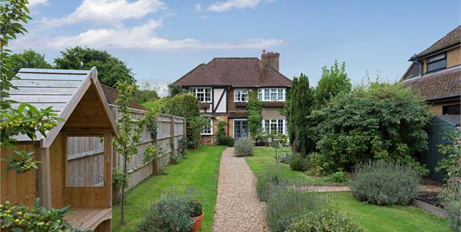 Guide Price £845,000, 4 Bedroom Detached House For Sale in Buckinghamshire, SL2