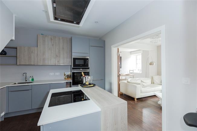 Guide Price £500,000, 2 Bedroom Flat For Sale in Gerrards Cross, SL9