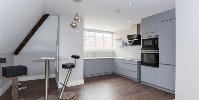 Guide Price £450,000, 2 Bedroom Flat For Sale in Gerrards Cross, SL9