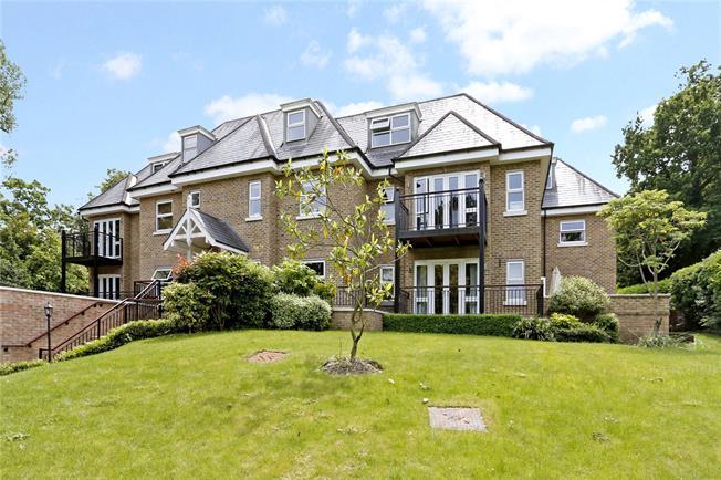Guide Price £725,000, 2 Bedroom Flat For Sale in Gerrards Cross, SL9