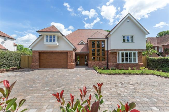 Guide Price £2,285,000, 6 Bedroom Detached House For Sale in Gerrards Cross, Buckingha, SL9