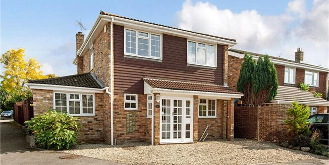 Asking Price £700,000, 3 Bedroom Detached House For Sale in Chalfont St. Peter, SL9