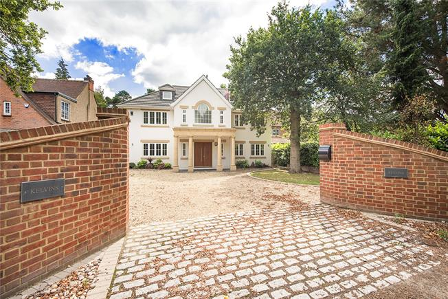 Guide Price £2,000,000, 5 Bedroom Detached House For Sale in Buckinghamshire, SL9