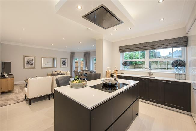 Guide Price £1,795,000, 6 Bedroom Detached House For Sale in Buckinghamshire, SL9