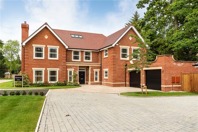 Guide Price £1,895,000, 5 Bedroom Detached House For Sale in Buckinghamshire, SL9