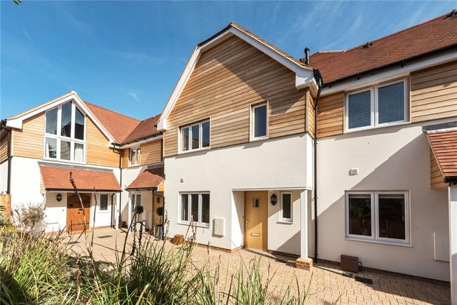 Guide Price £726,500, 3 Bedroom End of Terrace House For Sale in Gerrards Cross, Buckingha, SL9