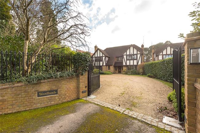 Guide Price £1,495,000, 5 Bedroom Detached House For Sale in Buckinghamshire, SL2