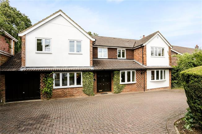 Asking Price £1,300,000, 5 Bedroom Detached House For Sale in Gerrards Cross, SL9