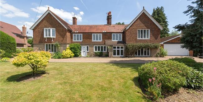 Asking Price £975,000, 4 Bedroom Garage For Sale in Farnham Common, SL2