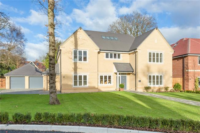 Guide Price £1,695,000, 5 Bedroom Detached House For Sale in Buckinghamshire, SL9