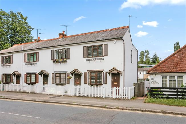 Guide Price £465,000, 2 Bedroom Semi Detached House For Sale in Chalfont St. Peter, SL9