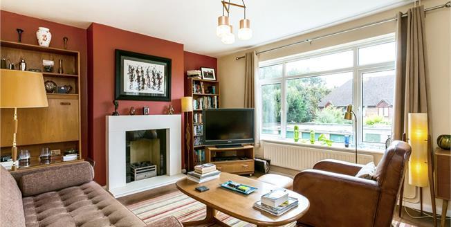Guide Price £335,000, 2 Bedroom Flat For Sale in Farnham Common, Buckingha, SL2