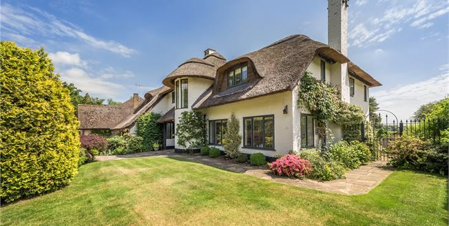 Guide Price £1,695,000, 5 Bedroom Detached House For Sale in Stoke Poges, SL2