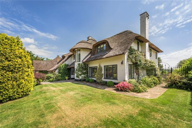Guide Price £1,695,000, 5 Bedroom Detached House For Sale in Buckinghamshire, SL2