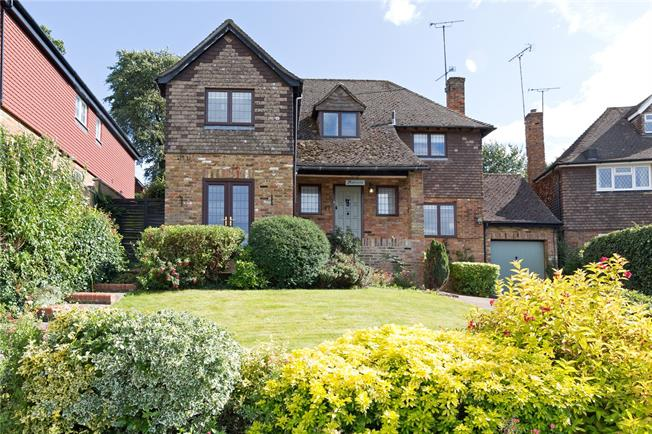 Guide Price £899,950, 4 Bedroom Garage For Sale in Chalfont St. Peter, SL9