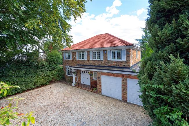 Guide Price £1,195,000, 4 Bedroom Detached House For Sale in Buckinghamshire, SL9