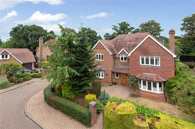 Fixed Price £1,600,000, 4 Bedroom Detached House For Sale in Buckinghamshire, SL9