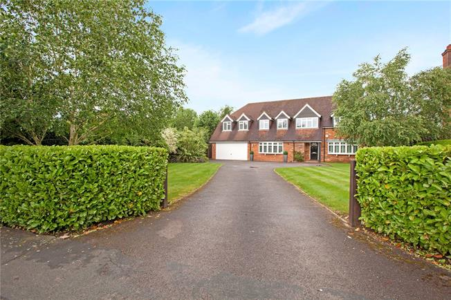 Guide Price £1,950,000, 5 Bedroom Detached House For Sale in Buckinghamshire, SL9