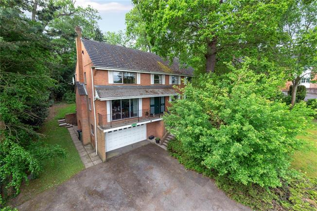 Offers in excess of £1,150,000, 5 Bedroom Detached House For Sale in Buckinghamshire, SL9