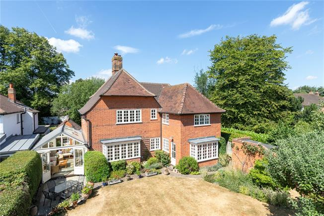 Asking Price £1,250,000, 4 Bedroom Detached House For Sale in Chalfont St. Peter, SL9