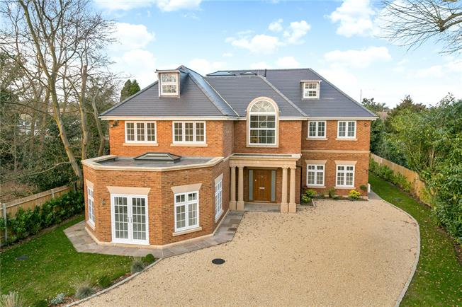 Guide Price £1,695,000, 6 Bedroom Detached House For Sale in Buckinghamshire, SL2