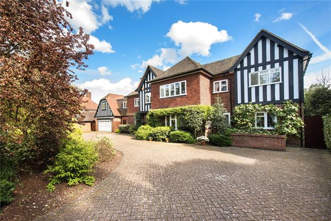 Guide Price £2,495,000, 6 Bedroom Detached House For Sale in Gerrards Cross, SL9