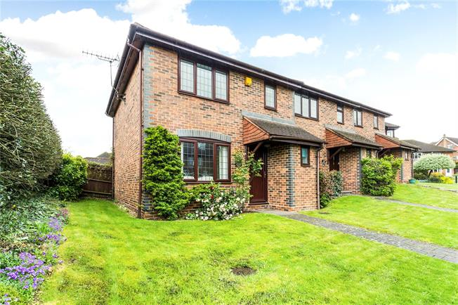 Guide Price £450,000, 2 Bedroom Garage For Sale in Chalfont St. Peter, SL9