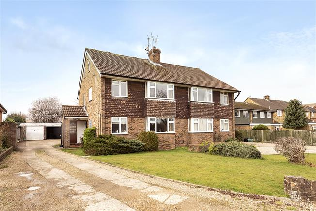 Guide Price £475,000, 3 Bedroom Flat For Sale in Chalfont St. Peter, SL9