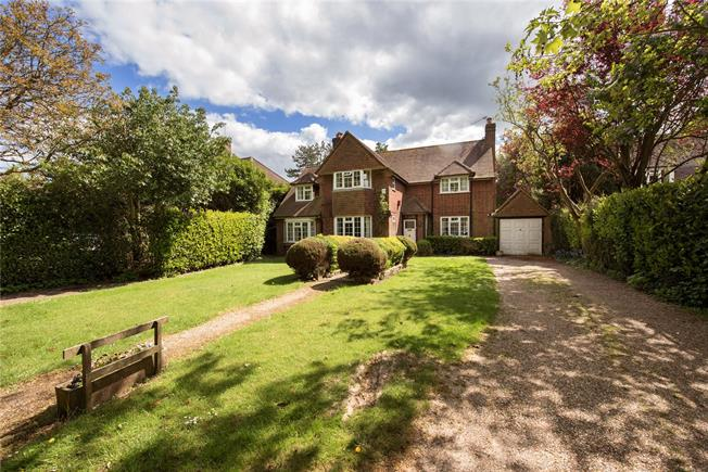 Guide Price £1,100,000, 4 Bedroom Detached House For Sale in Chalfont St. Peter, SL9