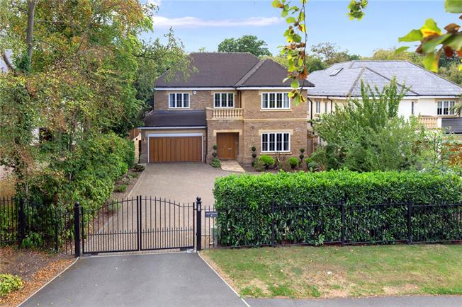 Offers in the region of £1,799,500, 6 Bedroom Detached House For Sale in Gerrards Cross, SL9