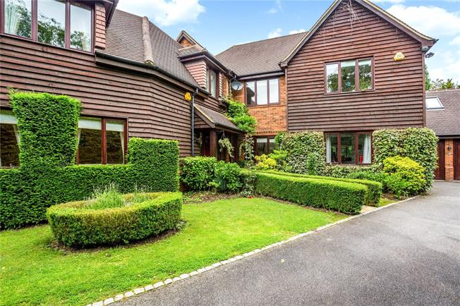 Guide Price £1,225,000, 5 Bedroom Detached House For Sale in Stoke Poges, SL2