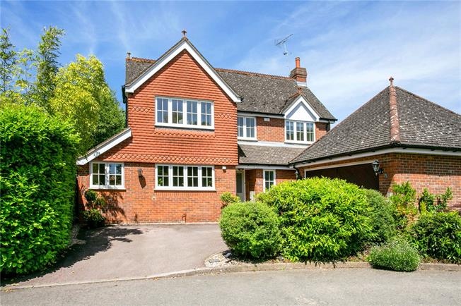 Guide Price £895,000, 4 Bedroom Detached House For Sale in Chalfont St. Peter, SL9