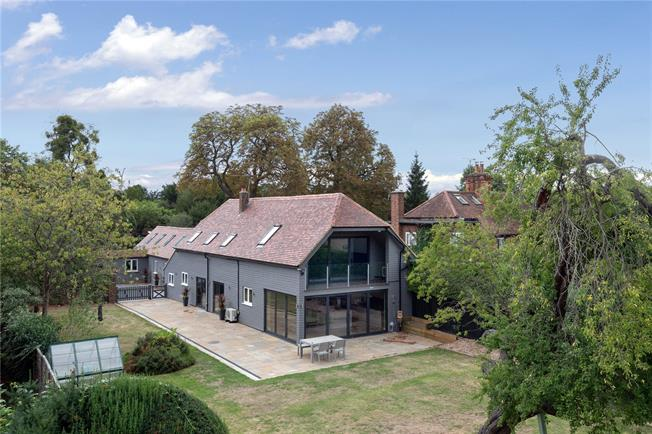 Guide Price £1,395,000, 5 Bedroom House For Sale in Buckinghamshire, SL2