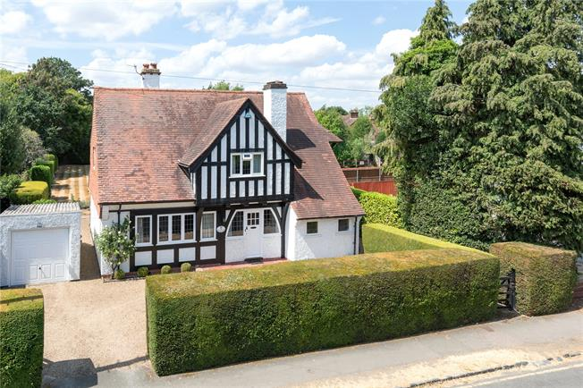 Asking Price £1,200,000, 4 Bedroom Detached House For Sale in Gerrards Cross, SL9