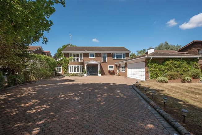 Guide Price £1,695,000, 5 Bedroom Detached House For Sale in Gerrards Cross, SL9