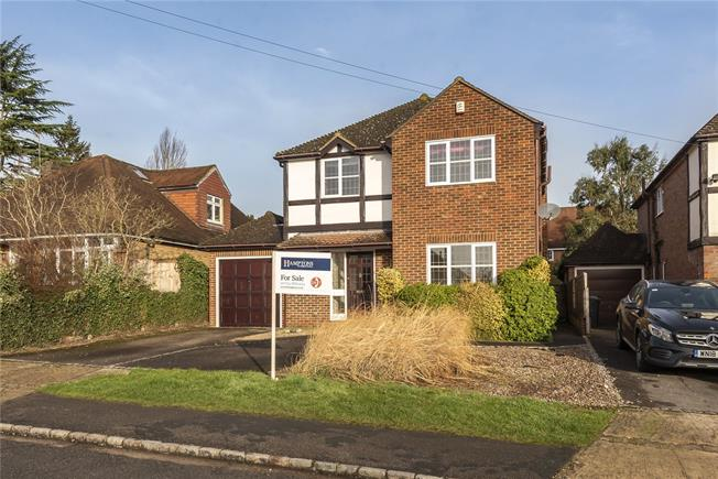 Offers in excess of £825,000, 4 Bedroom Detached House For Sale in Buckinghamshire, SL9