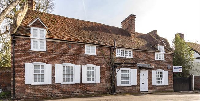 Guide Price £1,500,000, 4 Bedroom Detached House For Sale in Denham, UB9