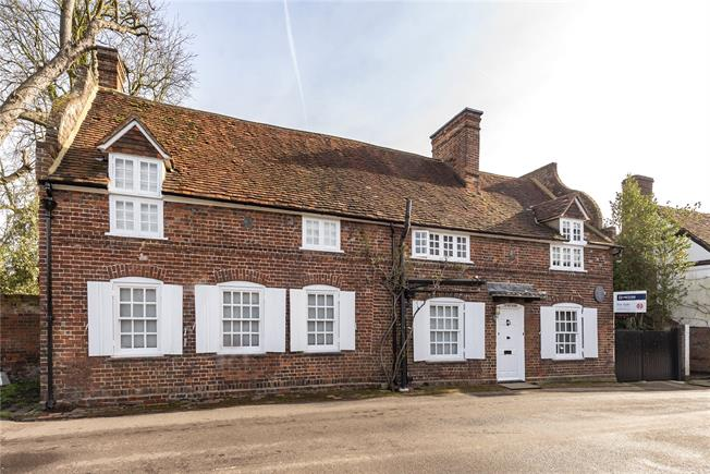 Guide Price £1,500,000, 4 Bedroom Detached House For Sale in Denham, UB9