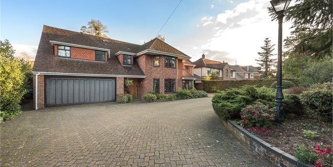 Guide Price £1,475,000, 5 Bedroom Detached House For Sale in Stoke Poges, SL2