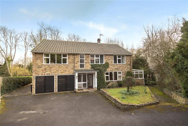 Guide Price £1,200,000, 5 Bedroom Detached House For Sale in Gerrards Cross, SL9