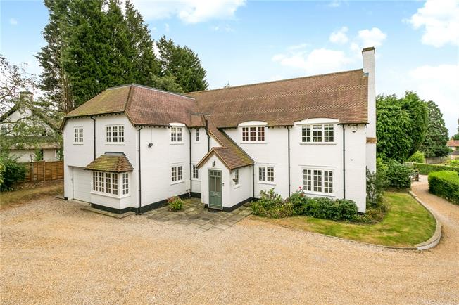 Guide Price £1,150,000, 5 Bedroom Detached House For Sale in Stoke Poges, SL2