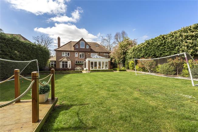 Guide Price £1,795,000, 6 Bedroom Detached House For Sale in Gerrards Cross, SL9