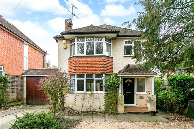 Guide Price £795,000, 3 Bedroom Detached House For Sale in Denham, UB9