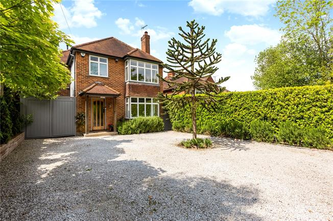Guide Price £1,000,000, 4 Bedroom Detached House For Sale in Denham, UB9